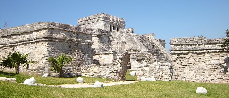 Templo de Dios descendente en Tulum,México